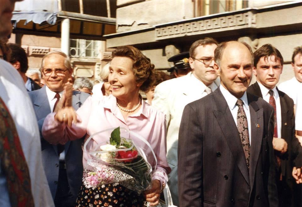 Regina Ana Arad 1995.jpg