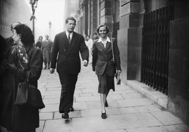 regina ana se plimbă cu regele mihai.jpg