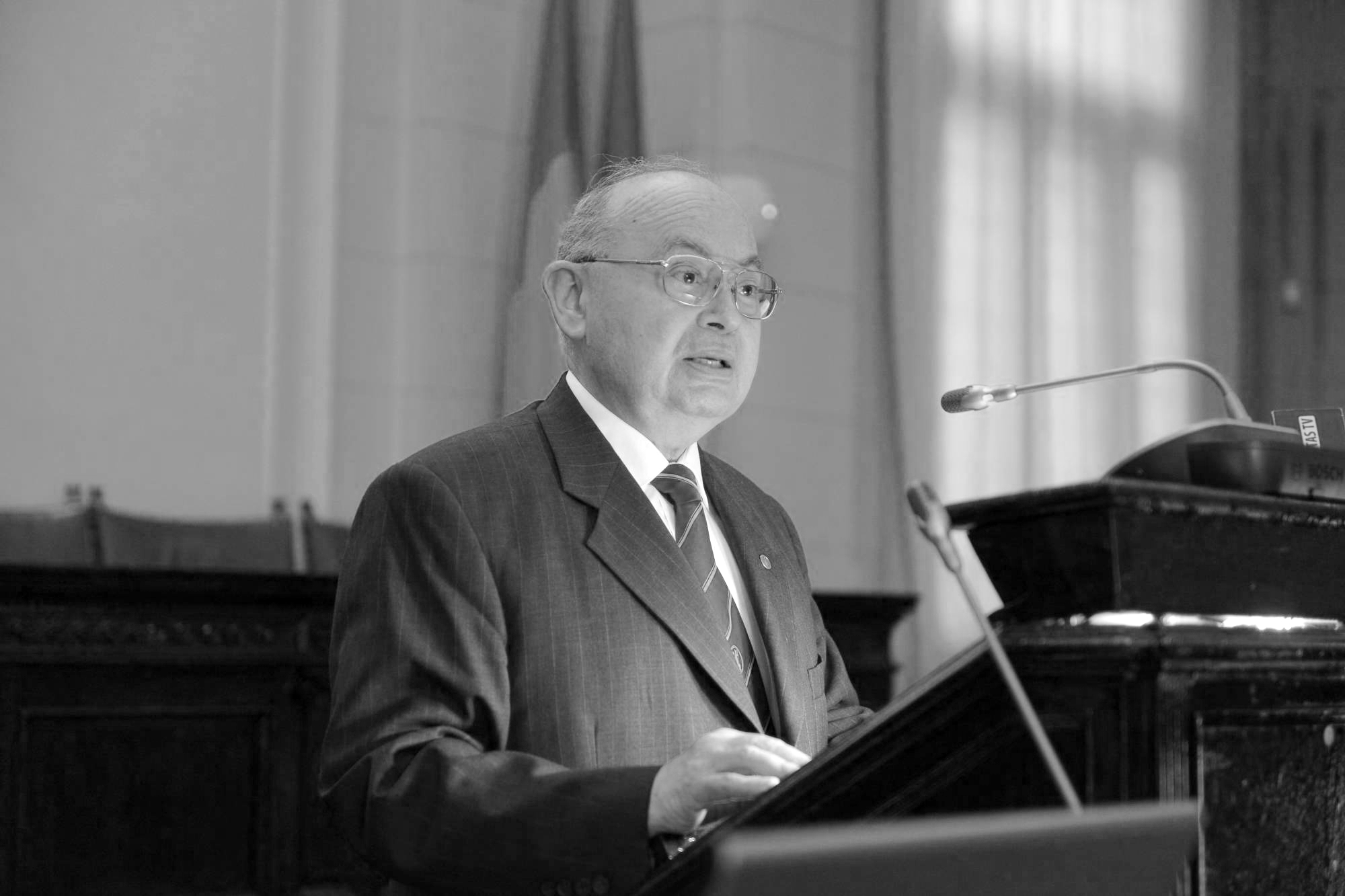 Ionel-Valentin Vlad discurs - Copy - Copy.jpg
