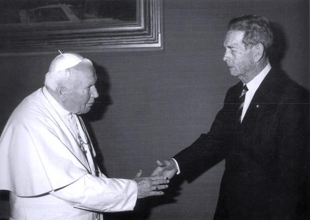 1Regele Mihai şi Papa Ioan Paul al II-lea. Vatican. Iunie 1999